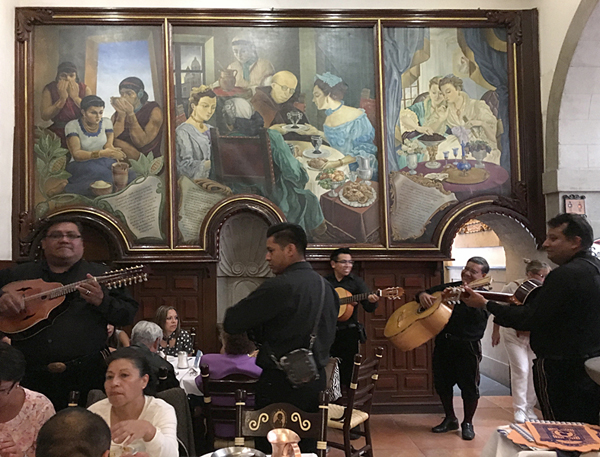 11-restaurant-guitars